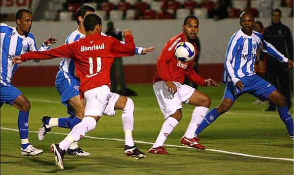 Thalles Cunha no lance do primeiro gol, mas uma revelação colorada. O plantel é o ponto forte do elenco hoje.
