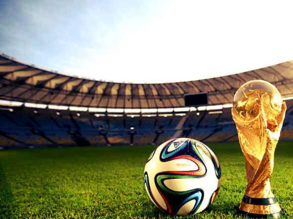 size_590_taça_da_Fifa_e_bola_da_Copa_de_2014