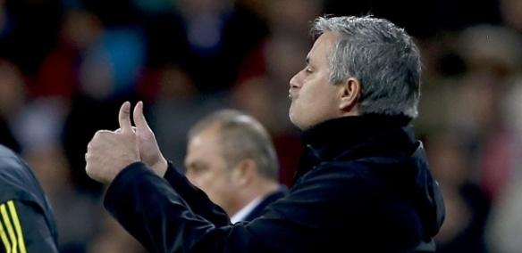 03abr13---tecnico-jose-mourinho-aprova-atuacao-do-real-madrid-na-partida-contra-o-galatasaray-pelo-liga-dos-campeoes-no-santiago-bernabeu-1365022106265_615x300