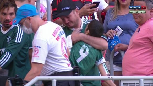 Pai palmeirense que levou o filho cadeirante para o jogo...